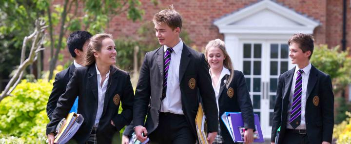 Oakham School students on their way to lessons | Dickinson British School Consulting